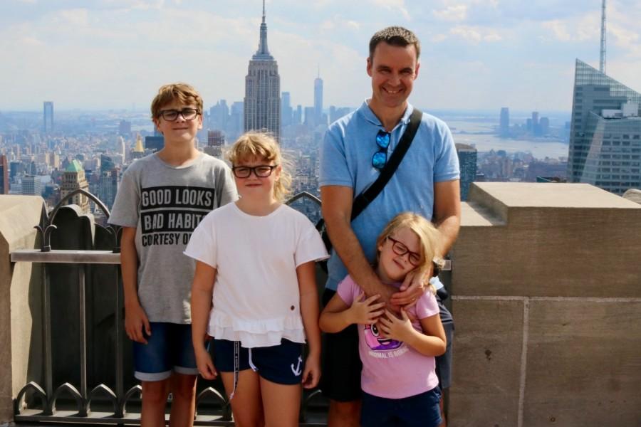 En glad familj, fast det är liiite för varmt, ca 33 grader.